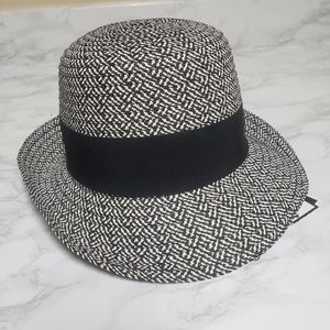 NWT Nine west hat with optional flower pin